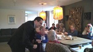 Burgemeester bezoekt huiskamer Lohengrin_03