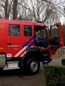 Mijke bij de brandweer_klein_01