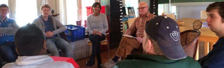 Opa van Sil vertelt over de oorlog in de cultuurklas -tekst en foto's door Janny