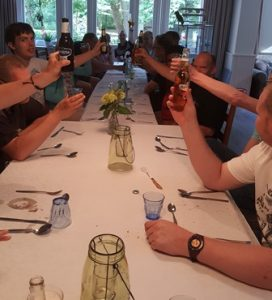 Samen eten Pinksteren_web3R